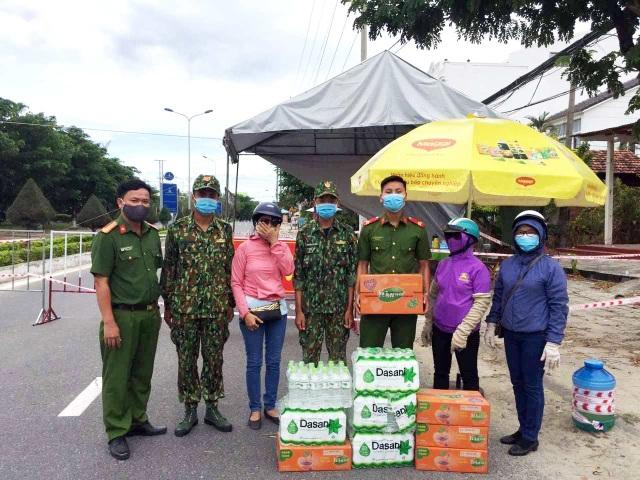 Hội An: Đi từng ngõ, gõ từng nhà, trao thực phẩm đến hộ dân cách ly - 6