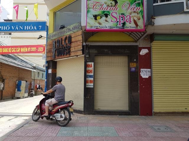 """""""Làn sóng"""" trả mặt bằng ở phố du lịch Nha Trang do dịch Covid-19 - 6"""