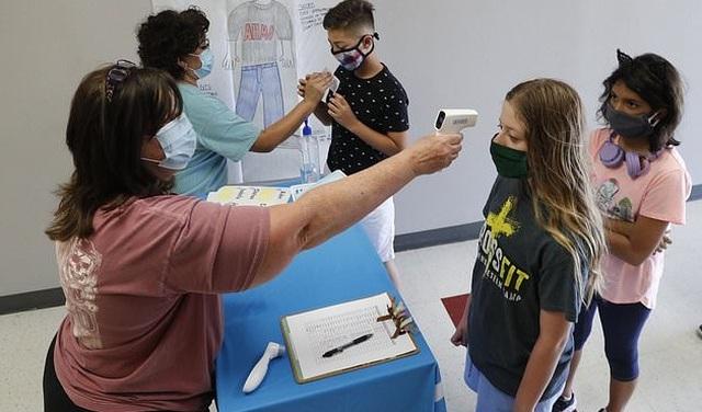 Các bang Mỹ quy định khác nhau về việc đeo khẩu trang tại trường học - 1
