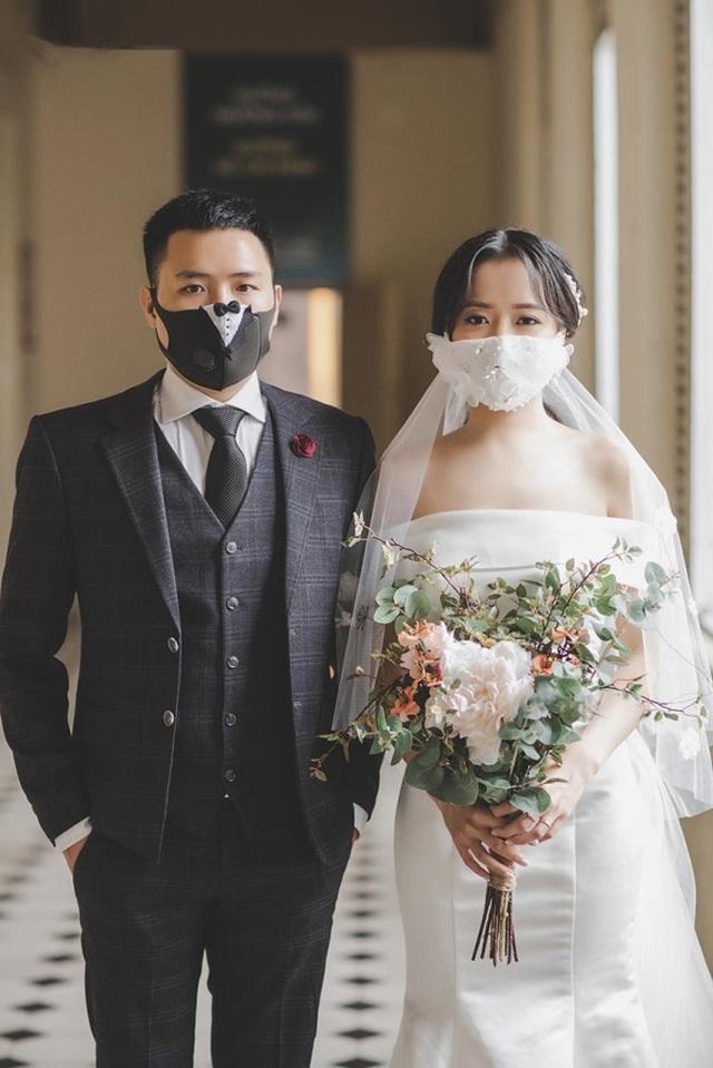 Cặp đôi biến khẩu trang thành phụ kiện độc chụp ảnh cưới - 6