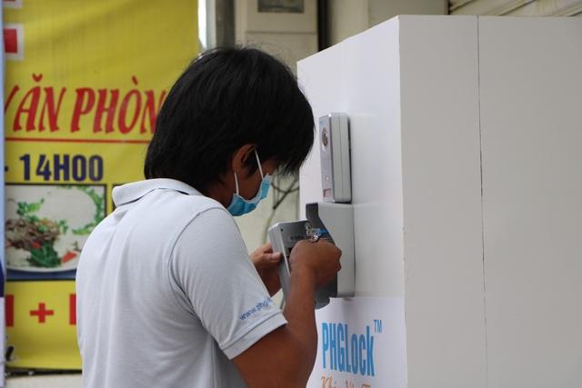 ATM khẩu trang miễn phí ở Sài Gòn - 11