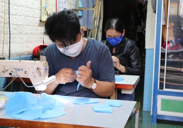 May 1 vạn khẩu trang tặng người khó khăn để phòng chống dịch - 3