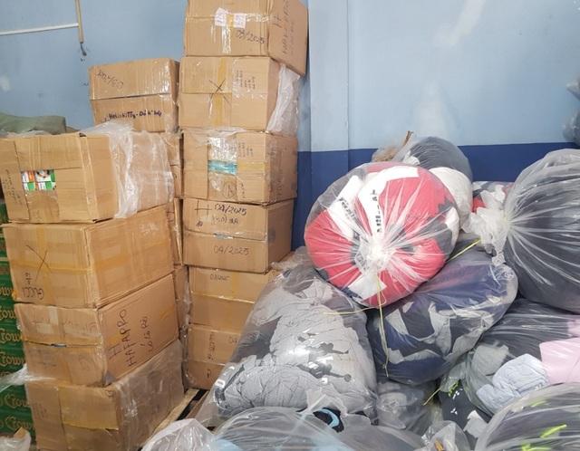 Gần 75.000 chiếc khẩu trang y tế bị thu giữ - 2