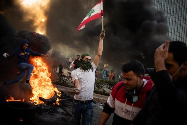 """Vụ nổ Beirut: """"Giọt nước tràn ly"""" thổi bùng cơn thịnh nộ của người Li Băng - 2"""