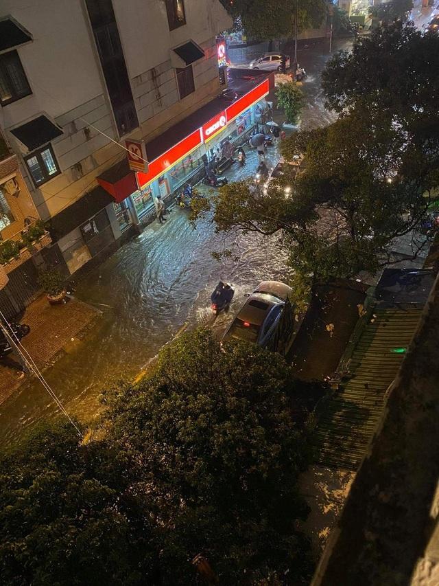 Mưa tối trời, Sài Gòn ngập nặng, kẹt xe đến tận nửa đêm - 7