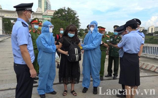 Trao trả cho Trung Quốc 2 đối tượng tổ chức đưa người  trốn đi nước ngoài - 1