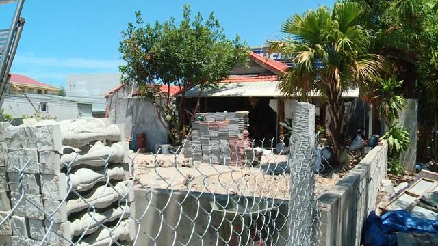 Đà Nẵng: Làm rõ vụ dân ném đá công an khi bị xử lý xây dựng không phép - 1