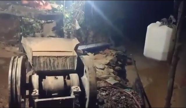 Đột kích mỏ vàng trong đêm, bắt giữ 2 nhóm đối tượng khai thác trái phép - 3