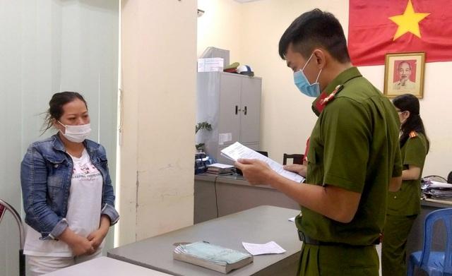 Bắt giam nữ giám đốc cầm đầu đường dây sản xuất găng tay y tế giả - 1