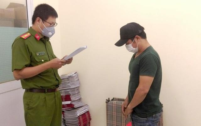 Bắt giam nữ giám đốc cầm đầu đường dây sản xuất găng tay y tế giả - 2