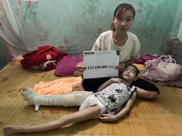 """Cậu bé chưa một lần gọi tiếng """"Mẹ ơi"""" được giúp đỡ hơn 123 triệu đồng - 1"""