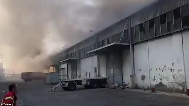 Cựu công nhân cảng Beirut nói có pháo hoa trong nhà kho - 1