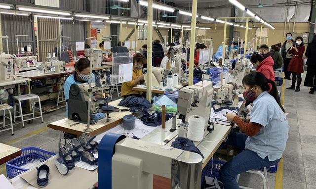 Dịch Covid-19: Doanh nghiệp cạn việc, người lao động bị sa thải khó tìm việc mới - 2