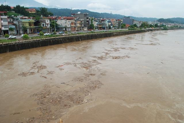 Lũ lớn trên thượng nguồn sông Hồng đang đổ về Lào  Cai - 1