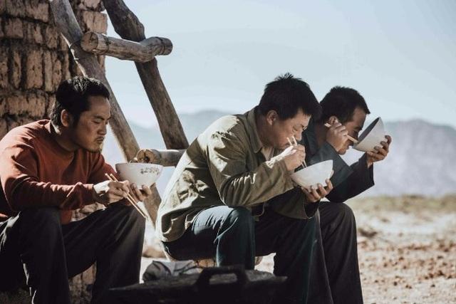 """Gần 300 triệu lao động tại Trung Quốc thất nghiệp trong """"cơn bão kép"""" - 1"""