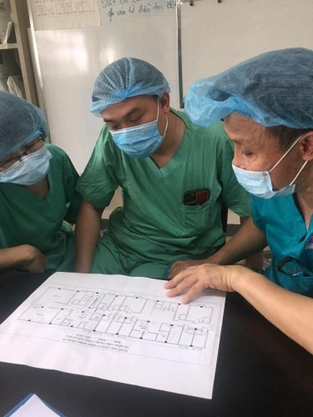 Chuyển gấp thiết bị y tế từ Hà Nội vào Huế cứu ca Covid-19 nặng - 1