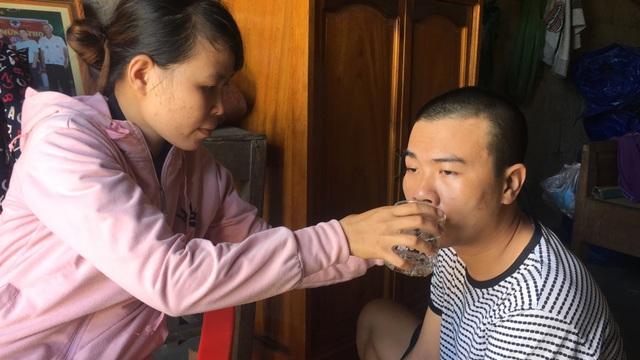 Thương người mẹ nghèo nỗ lực chăm chồng con bệnh tật trong cảnh cơ hàn - 2