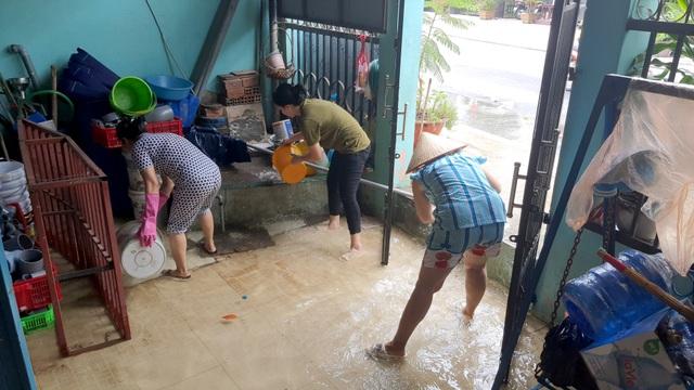 Khu dân cư bị nước bủa vây tứ phía ở Sài Gòn - 6