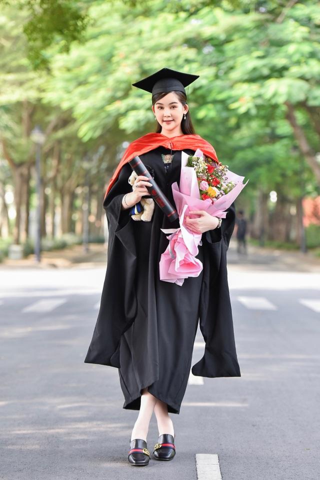 Người đẹp Lê Âu Ngân Anh trở thành giảng viên trẻ tuổi nhất của ĐH Hoa Sen - 5