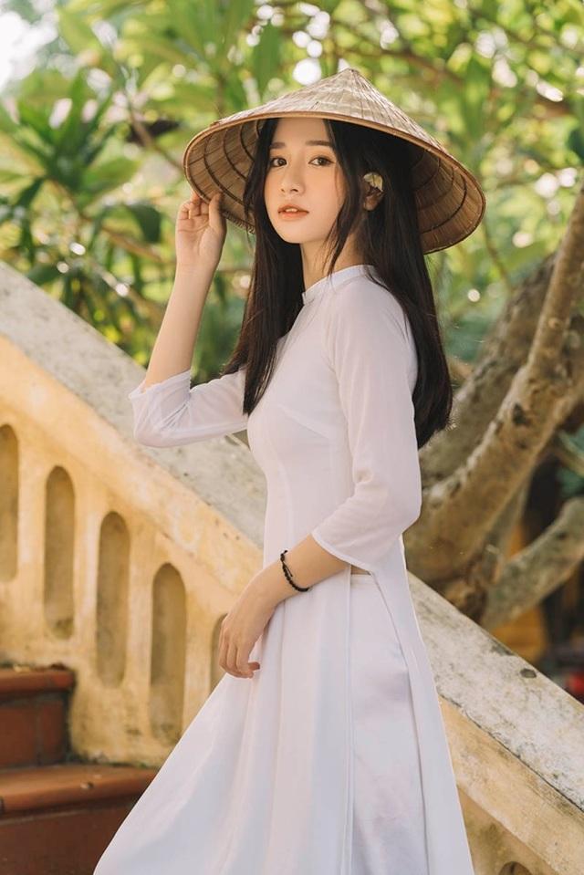 Nữ sinh xứ Thanh đẹp dịu dàng trong tà áo dài trắng - 2