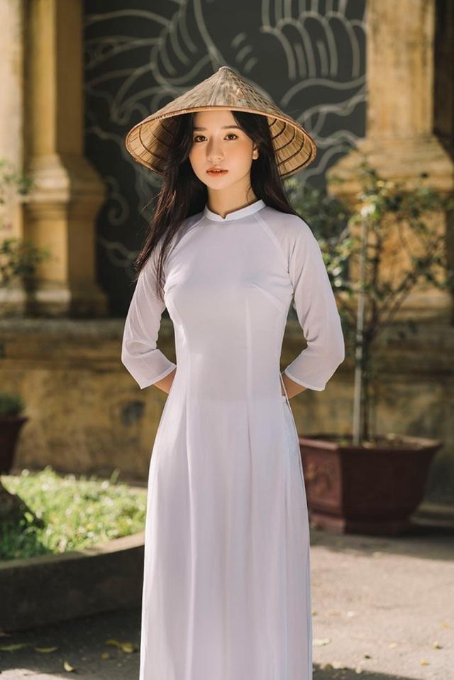 Nữ sinh xứ Thanh đẹp dịu dàng trong tà áo dài trắng - 4