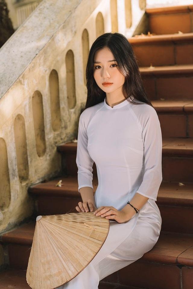 Nữ sinh xứ Thanh đẹp dịu dàng trong tà áo dài trắng - 5