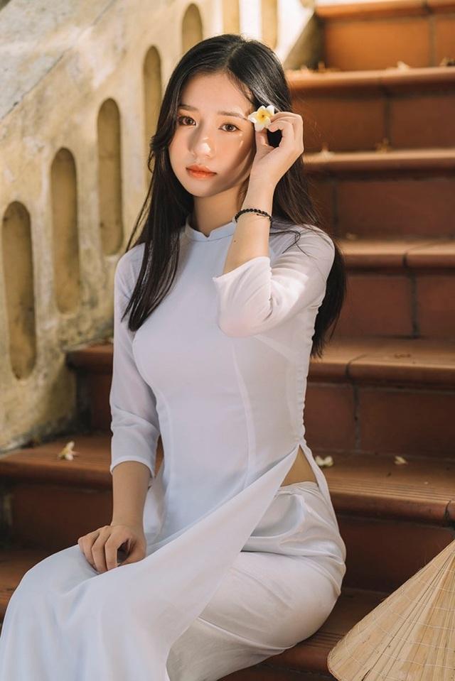 Nữ sinh xứ Thanh đẹp dịu dàng trong tà áo dài trắng - 6
