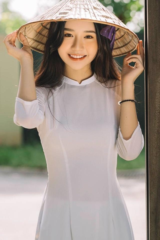 Nữ sinh xứ Thanh đẹp dịu dàng trong tà áo dài trắng - 8