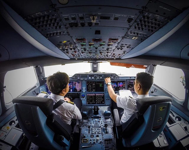 """Bị Covid-19 """"truy quét"""", Vietnam Airlines giảm 50% lương phi công - 1"""