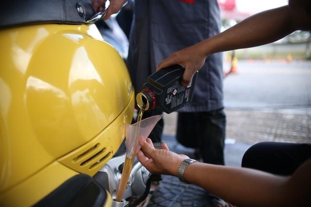 Xử lý xe máy sau ngập nước thế nào để an toàn, tiết kiệm? - 2