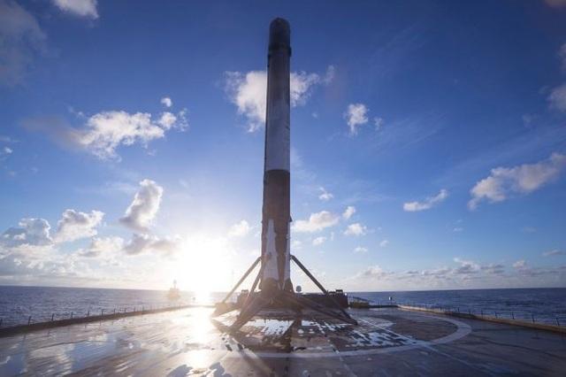 Nhìn lại quá trình chinh phục vũ trụ của SpaceX - 10