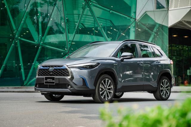 Toyota ra mắt mẫu xe Hybrid đầu tiên trên thị trường Việt Nam - 1