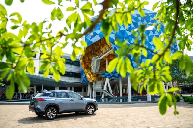 Toyota ra mắt mẫu xe Hybrid đầu tiên trên thị trường Việt Nam - 5