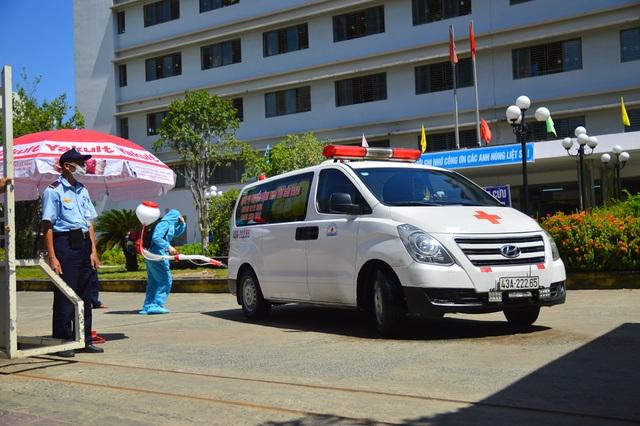 Ngày đầu Bệnh viện C Đà Nẵng mở cửa tiếp nhận bệnh nhân sau phong tỏa - 11
