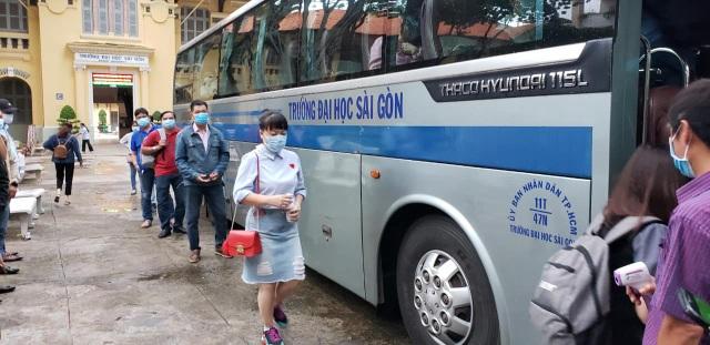 Giảng viên TPHCM cài Bluezone, lên đường về tỉnh giám sát thi tốt nghiệp - 5