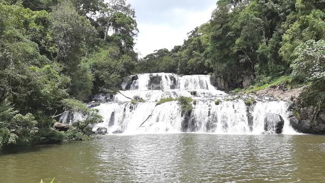 Say đắm với vẻ đẹp của thác Kon Bông giữa rừng xanh - 2