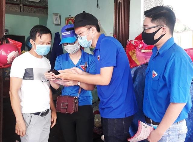 Tình nguyện viên vừa tiếp sức mùa thi, vừa chống dịch Covid-19 - 3