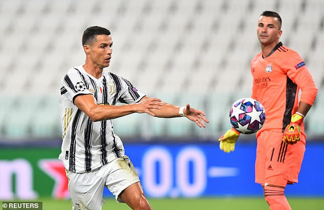 C.Ronaldo lập cú đúp, Juventus vẫn ngậm ngùi chia tay Champions League - 4
