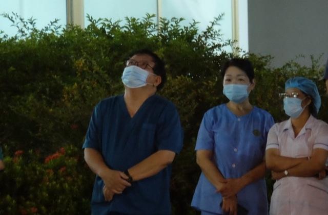 """Bác sĩ hát vang """"Niềm tin chiến thắng"""" khi viện C Đà Nẵng được gỡ phong tỏa - 4"""