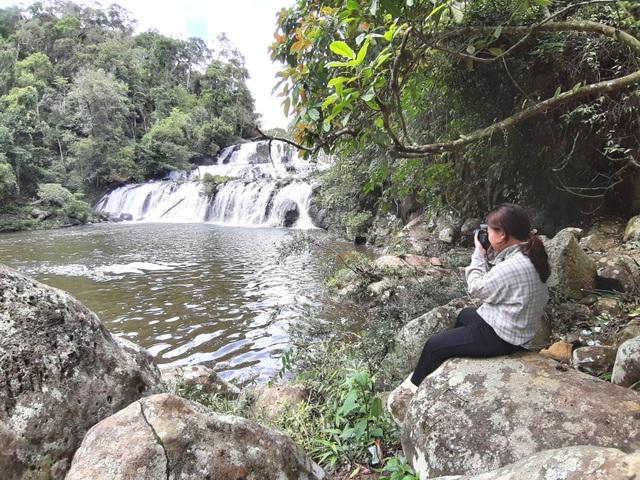 Say đắm với vẻ đẹp của thác Kon Bông giữa rừng xanh - 3