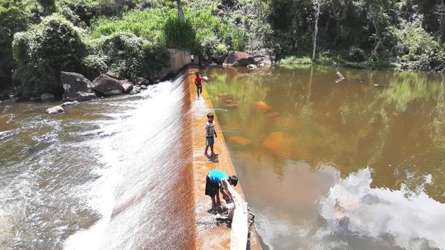 Say đắm với vẻ đẹp của thác Kon Bông giữa rừng xanh - 4