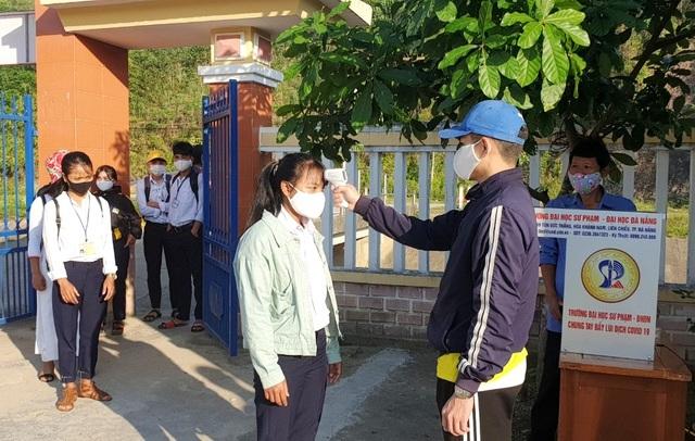 Quảng Nam: Bố trí 2 cán bộ y tế và 1 xe cấp cứu tại mỗi điểm thi tốt nghiệp - 1