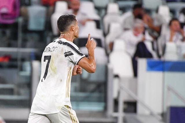 """C.Ronaldo và bi kịch của người """"gồng gánh"""" - 4"""