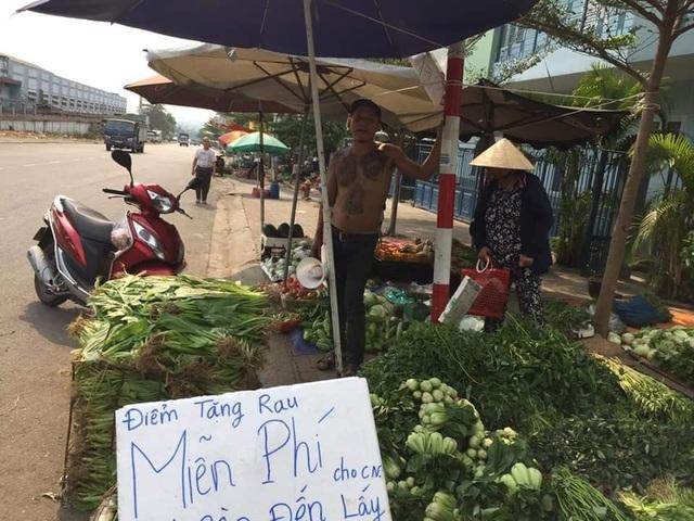 Ông chủ xăm trổ bán rau gây sốt và 2 triệu đồng từ cô gái quán Karaoke - 6