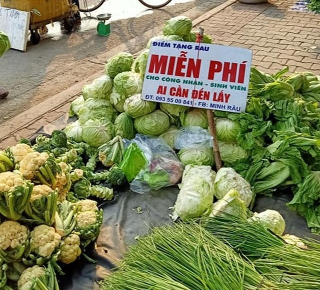 Ông chủ xăm trổ bán rau gây sốt và 2 triệu đồng từ cô gái quán Karaoke - 5