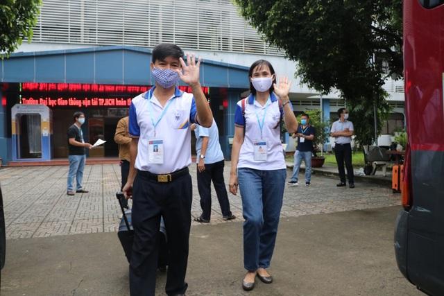 Giảng viên TPHCM cài Bluezone, lên đường về tỉnh giám sát thi tốt nghiệp - 6