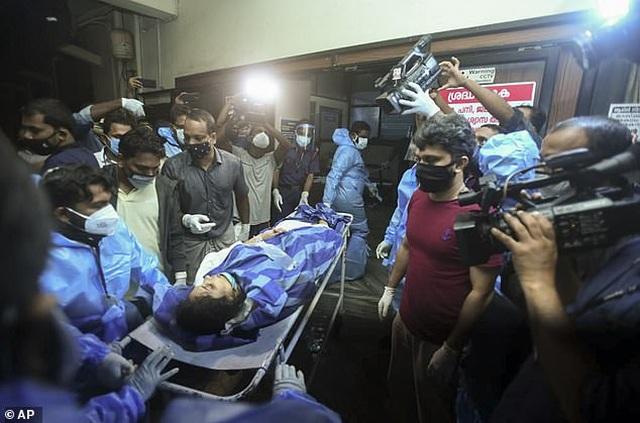 Máy bay chở 190 người vỡ đôi ở Ấn Độ: 18 người chết khi về nước tránh dịch - 14