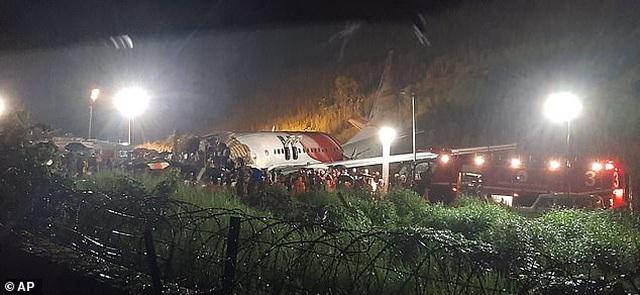 Máy bay chở 190 người vỡ đôi ở Ấn Độ: 18 người chết khi về nước tránh dịch - 11