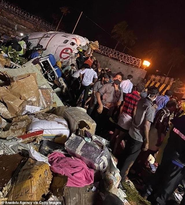 Máy bay chở 190 người vỡ đôi ở Ấn Độ: 18 người chết khi về nước tránh dịch - 7