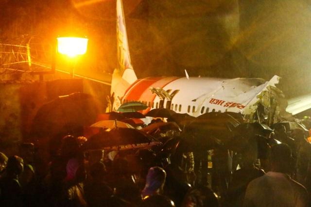 Máy bay chở 190 người vỡ đôi ở Ấn Độ: 18 người chết khi về nước tránh dịch - 3